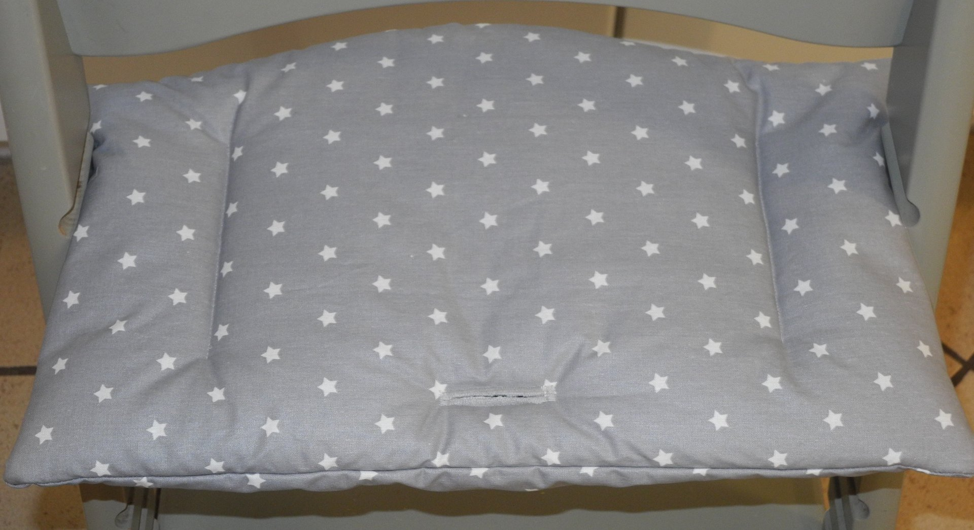 stokke hochstuhlkissen nur f r sitz beschichtet farbwahl sterne punkte siebenpunkt. Black Bedroom Furniture Sets. Home Design Ideas